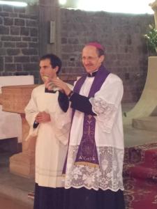 Il sorriso del vescovo Palletti alla Veglia d'Avvento del 1 docembre a Sarzana
